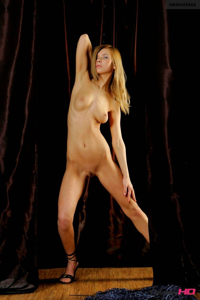 Nude girl strippers screensavers hot straight guys making out