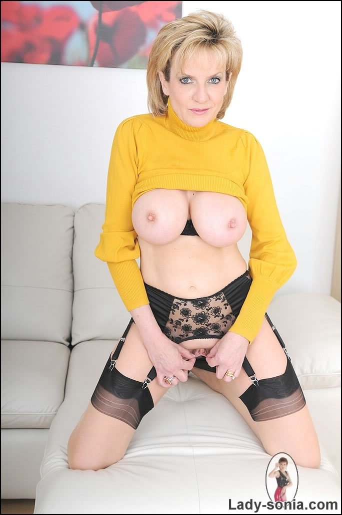 Candid mature nude pictures there