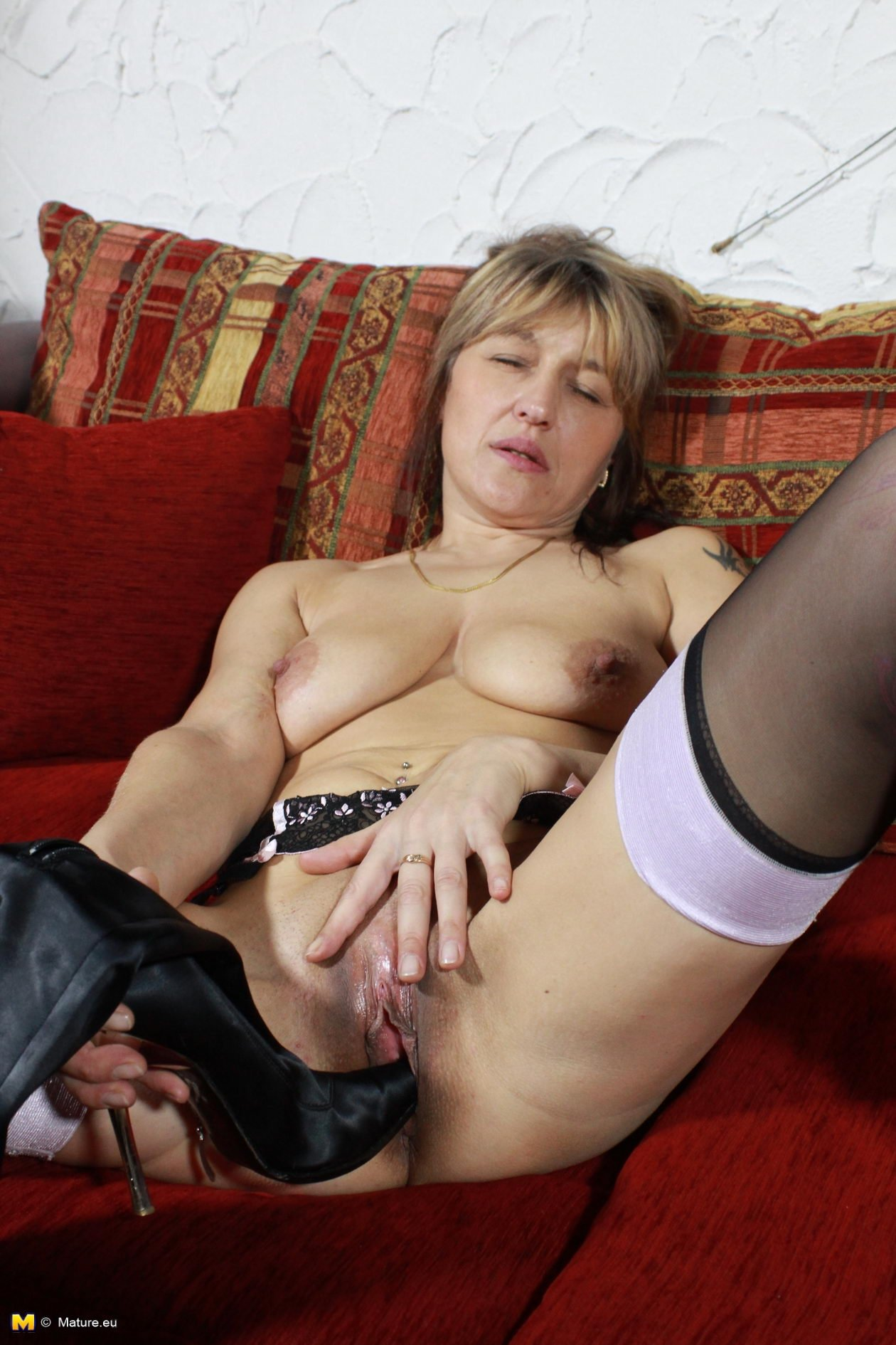 Young boys strip mature women tube there